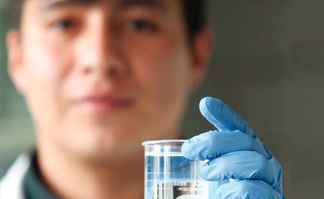 Alumno de la UAM evalúa el agua de purificadoras de la Alcaldía Iztapalapa
