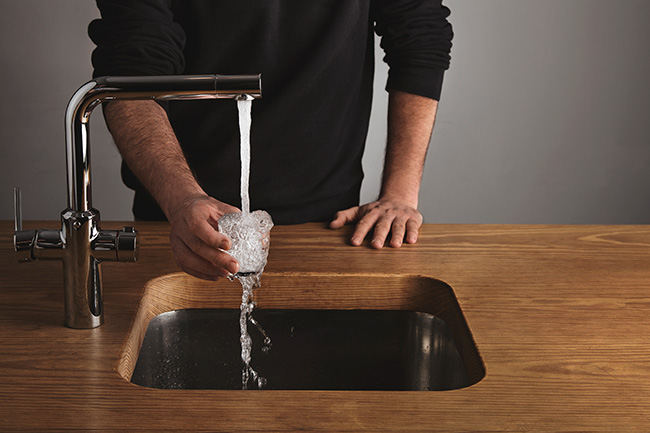¿Por qué puede empeorar la calidad del agua del grifo?